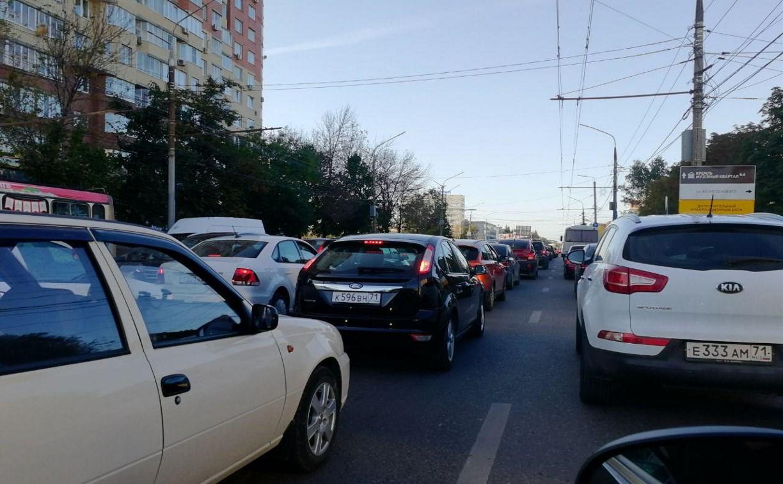 Из-за ДТП на проспекте Ленина в Туле Зеленстрой встал в пробке