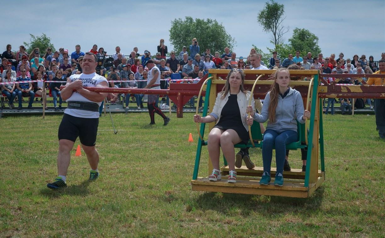 День России на Куликовом поле: бег с покрышкой, народные игры и зрители в роли «снарядов»
