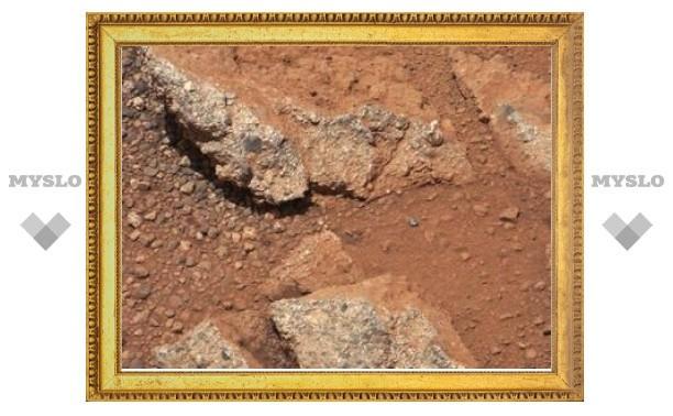"""""""Кьюриосити"""" обнаружил на Марсе русло пересохшего ручья"""
