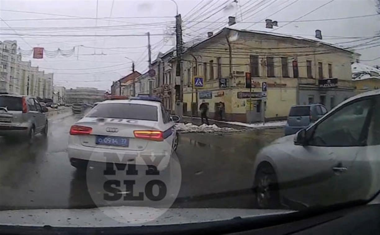 «Накажи автохама»: машина ДПС со столичными номерами попалась на видеорегистратор
