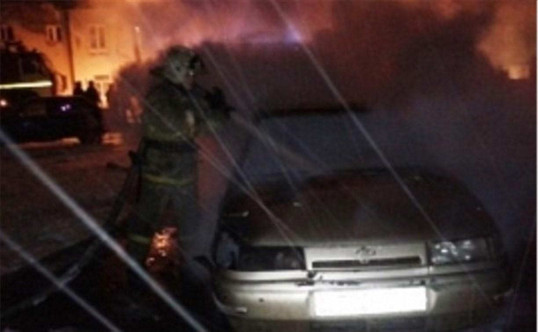 Ночью в Новомосковске и Ефремове сгорели два отечественных авто