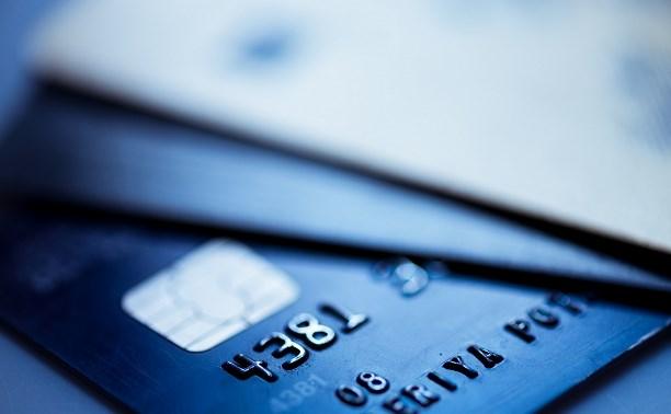 В Суворове двое продавцов сняли деньги с забытой клиентом банковской карты