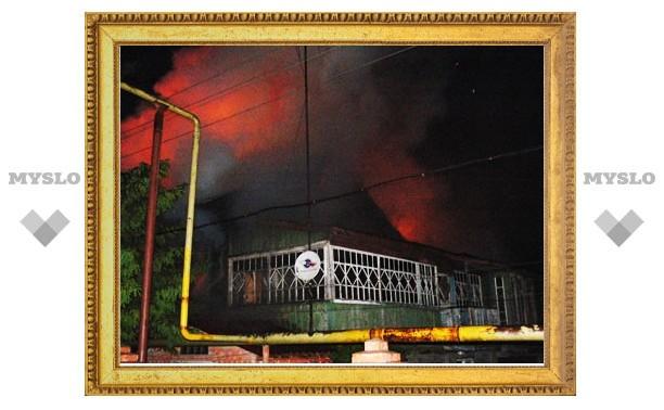 В Туле сгорел двухэтажный жилой дом