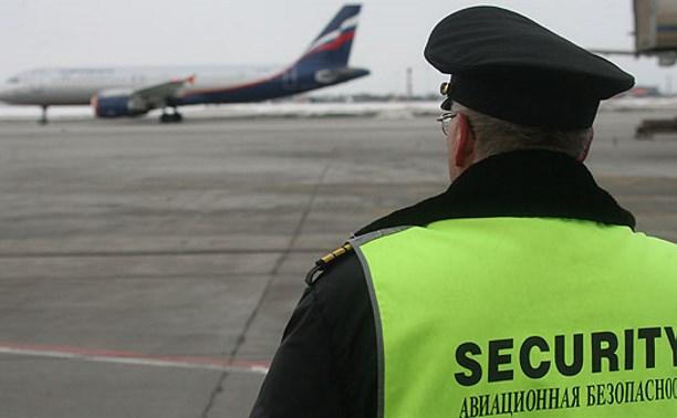 Туляк-охранник аэропорта «Домодедово» вытащил у мужчины деньги из борсетки