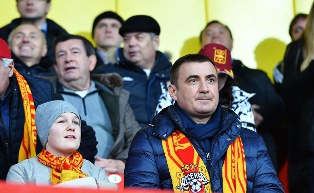 Алексей Дюмин наградил футболистов, болельщиков и сотрудников ПФК «Арсенала»