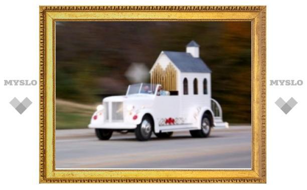 Американский священник венчает новобрачных быстро и оригинально