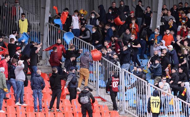 Фанаты «Спартака» и «Арсенала» забросали друг друга креслами на стадионе