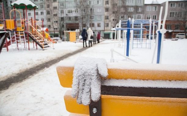 Декабрьские морозы помешали подрядчику закончить благоустройство двора в Туле
