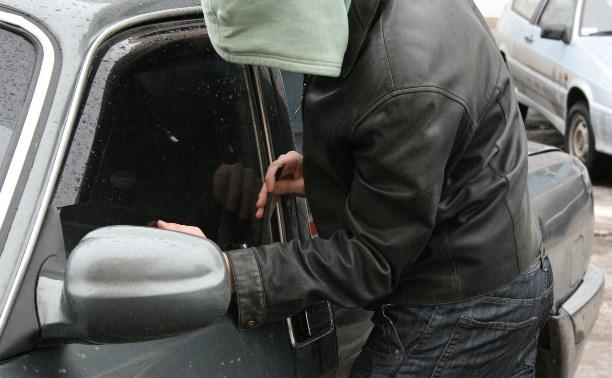 В Болохово 19-летний парень руками расшатывал замки машин и угонял их