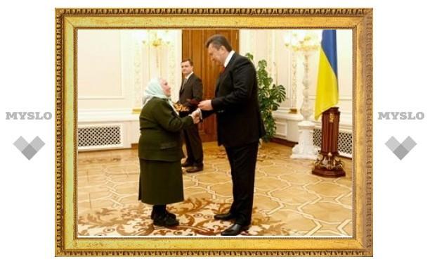Янукович поднимет пенсии на Украине до российского уровня