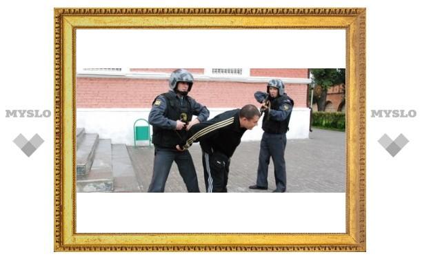 "В Туле ""хулиганы захватили музей оружия"""