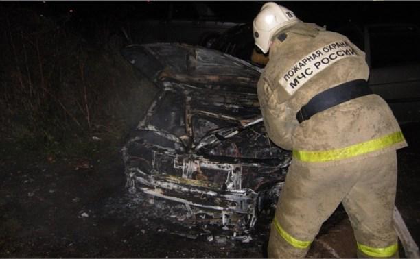 Ночью в Тульской области 15 пожарных тушили три горящих автомобиля