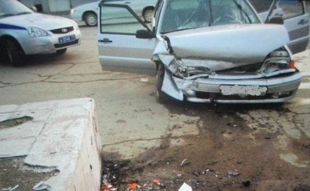 В Туле автолюбитель врезался в рекламный щит