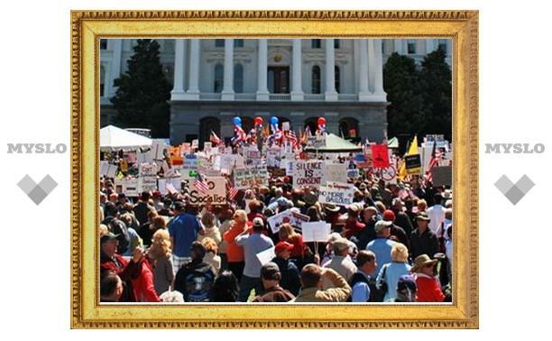 В Вашингтоне собралась многотысячная демонстрация против политики Обамы