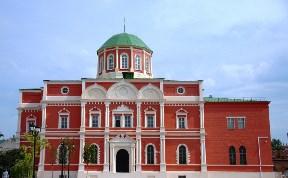 Музей оружия, здание в кремле
