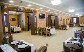 Компания, ресторан