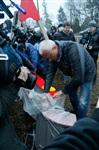 Александр Лебедев ремонтирует детскую площадку, Фото: 2