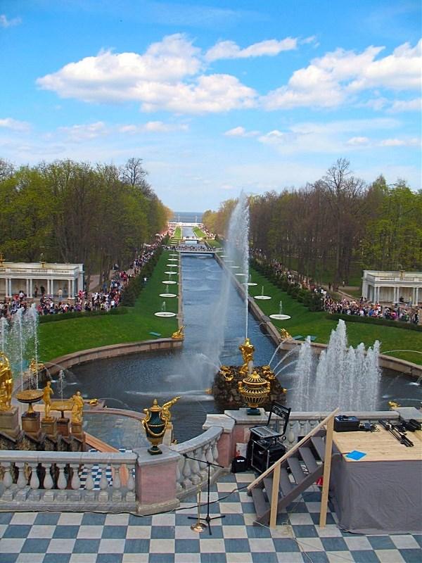 Насколько я помню, это фонтан в Петергофе, весной