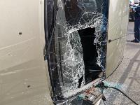 В Туле на ул. Оборонной Renault Logan после ДТП опрокинулся набок, Фото: 3