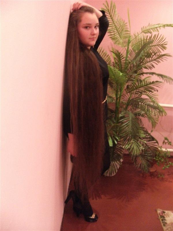 Величко Марина, 14 лет. Длинна волос 155 см, обхват волос 10см