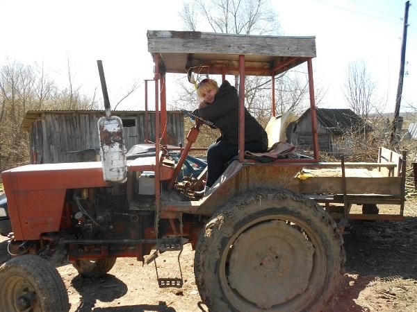 Первый раз прокатилась на деревенском тракторе) Так здорово)