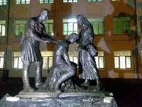 Возле гимназии №20 установили памятник военным врачам и медсестрам, Фото: 4