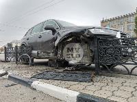 Туляк отвлекся во время движения и насадил Audi Q7 на забор, Фото: 8