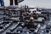 В бронзовый тульский кремль принято бросать монетки, Фото: 1
