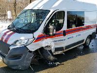 Автомобиль газовой службы попал в ДТП на ул. Первомайской и потерял колесо, Фото: 2