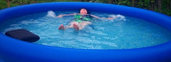 Хорошо в Мясново летом!!! Утренние водные процедуры Лёлика)))