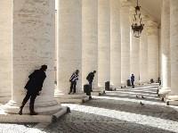 Туристы фотографируются на площади Святого Петра в Ватикане. Dorothea Schmid, laif/Redux, Фото: 7