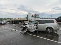В ДТП на трассе М-2 в Туле у внедорожника оторвало колесо, Фото: 4