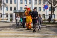 Новомосковские школьники научили взрослых переходить дорогу по «зебре», Фото: 2