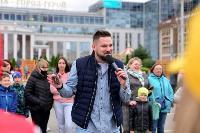 Толпа туляков взяла в кольцо прилетевшего на вертолете Леонида Якубовича, чтобы получить мороженное, Фото: 5
