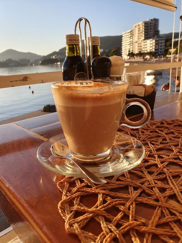 Лучший кофе - это кофе с видом на море!
