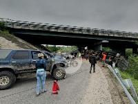 Под Тулой шесть джипов пытаются вытянуть самосвал из кювета, Фото: 2