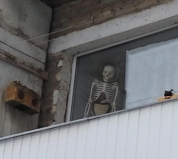 Вид на балкон по дороге к зубной поликлинике.