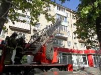 В Туле пожарные эвакуировали жителей подъезда пятиэтажки, Фото: 3