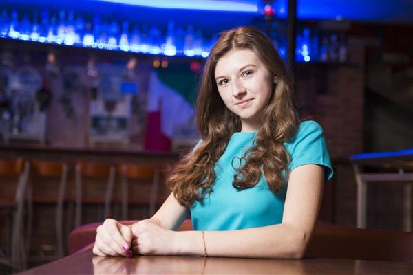 Анастасия Полякова, 17 лет, школа №61. Будущая профессия – детский психолог. Хобби – туризм, спортивное ориентирование, фотография.