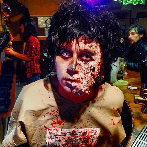 Зомби в смерительной рубашке