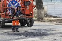 В Туле проводят аварийно-восстановительный ремонт дорог методом пневмонабрызга, Фото: 5
