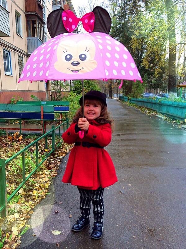 Осень...она в мелочах...шорох листьев под ногами и радость каждой капле дождя