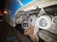 В Туле у трамвая отвалилось колесо и в него врезалась легковушка, Фото: 4