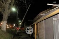 На улице Пролетарской столб падает на газовую трубу, Фото: 1