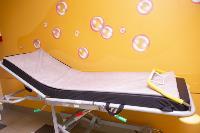 В положении на животе пациенты проводят до 16 часов в сутки. Тяжело, зато помогает выздороветь., Фото: 7
