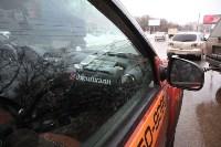 В Туле опрокинувшийся в кювет BMW вытаскивали три джипа, Фото: 11