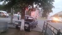 """На Ложевой """"шестёрка"""" протаранила дерево, Фото: 10"""