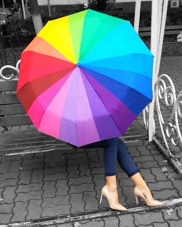 Кто-то в капле дождя видит серость, а кто-то - весь спектр радуги