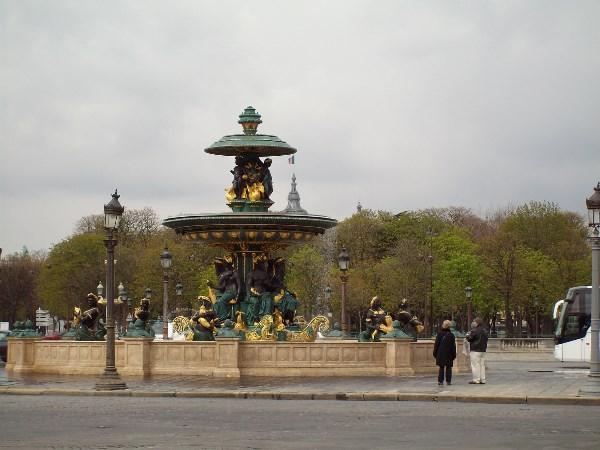 Париж. Фонтан на площади Согласия.