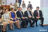 Дмитрий Медведев вручает медали выпускникам школ города Алексина, Фото: 1